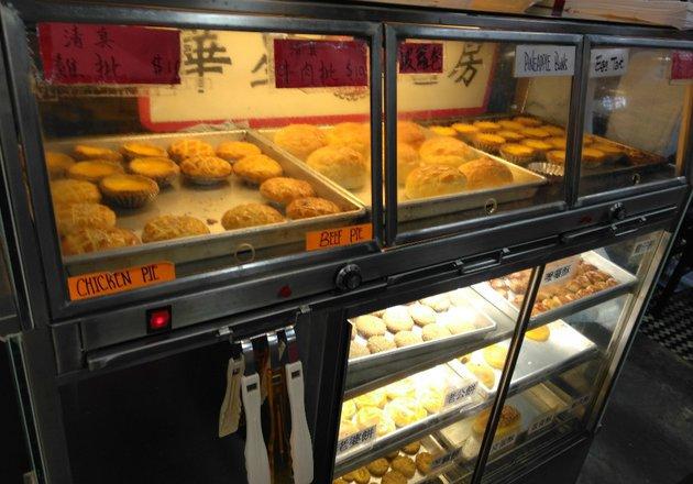 toko-roti-halal-di-tempat-gaul-hong-kong-180503n-003